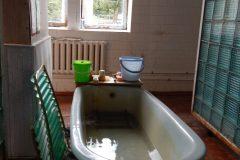 Comfortable mineral bath tub
